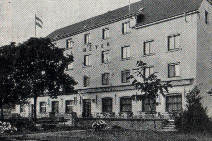 Very Early photo of the front of Hotel Meyer Beaufort