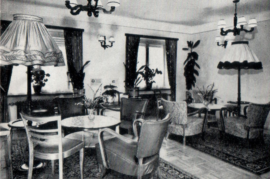 Very Early photo of the interieur Hotel Meyer Beaufort